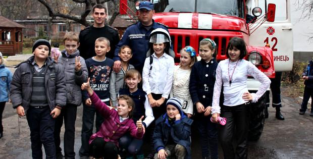 Рятувальники провели показове навчання для школярів
