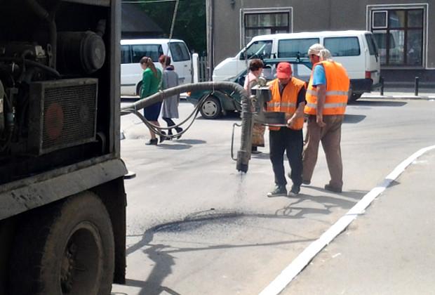 В місті провели поточний ямковий ремонт центральних вулиць