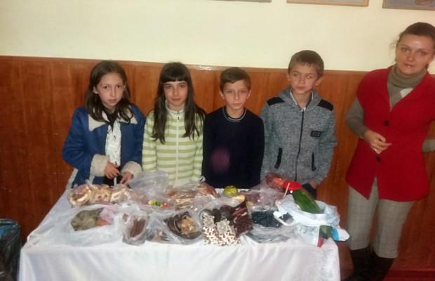 На ярмарку школярі збирали на благодійну допомогу та тепловізор