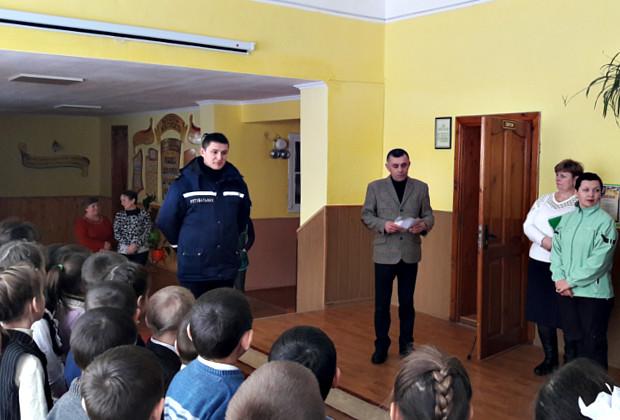Рятувальники привітали школярів з Днем Святого Миколая