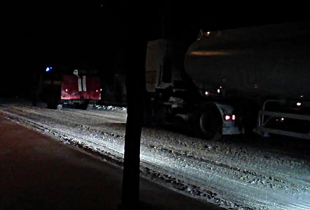 По вул. Чернівецькій пізно ввечері застрягли три вантажівки