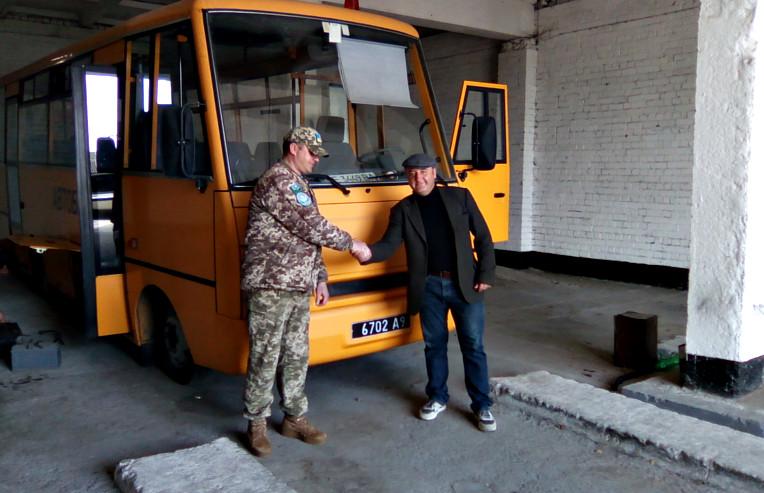 """""""I-VANa"""" демобілізували. Військові повернули до Сторожинецької громади шкільний автобус"""