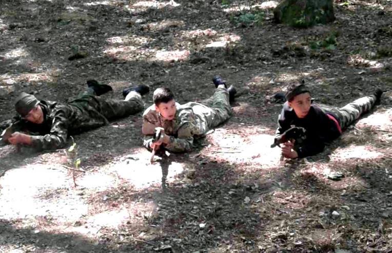 Метання гранат, стрільби та маскування. Діти проходять вишкіл патріота