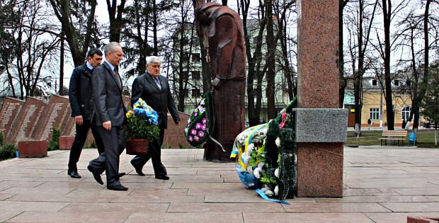 Квіти на меморіал