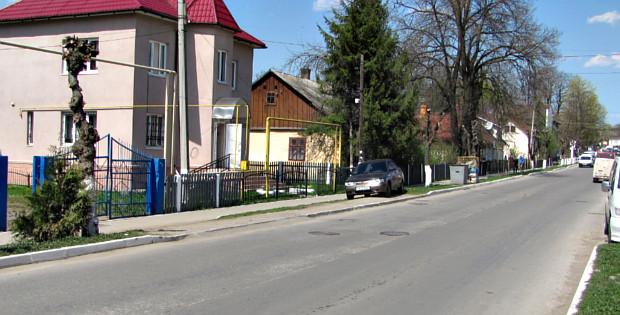 Парковка на газоні