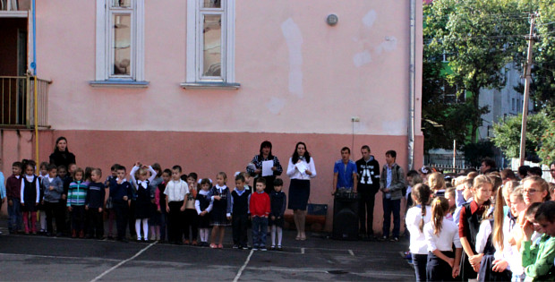 Учні шкіл району збирають книги для школярів Луганщини