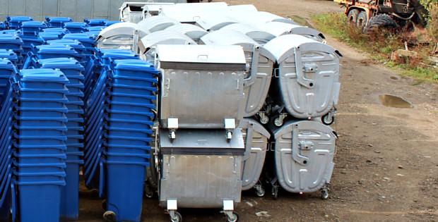 В місто привезли нові контейнери та прес для відходів