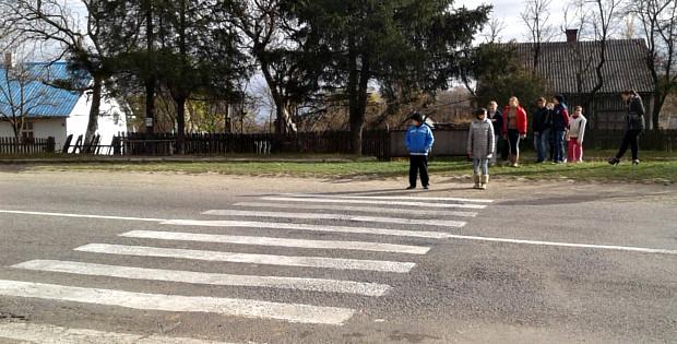Школярі 40 хвилин переходили дорогу – ніхто не зупинявся