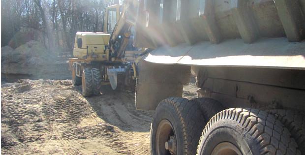 Містяни не випускали вантажівки від Сірету