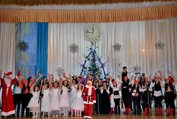 """Новорічне свято в """"Юності Підгір'я"""""""