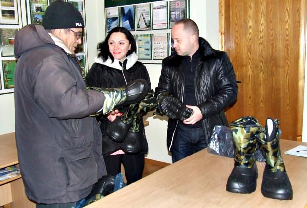 Сторожинецькі лісівники передали тепле взуття солдатам – Сторожинець ... 87c2a181a7d4d