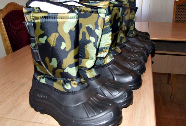 Сторожинецькі лісівники передали тепле взуття солдатам