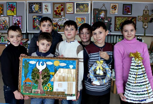 """Виставка новорічних композицій В """"Юності Підгір'я"""""""