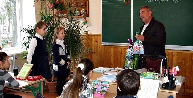 Лісівники подарували книжки вихованцям ліцею 488308370ac93