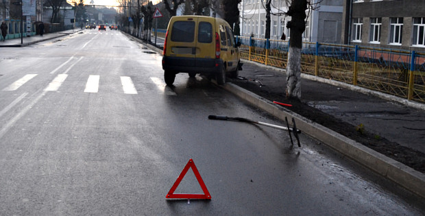 ДТП на пішоходному переході біля Сторожинецької гімназії