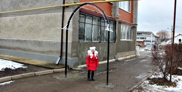 На Некрасова в Сторожинці встановили обмежувальну арку