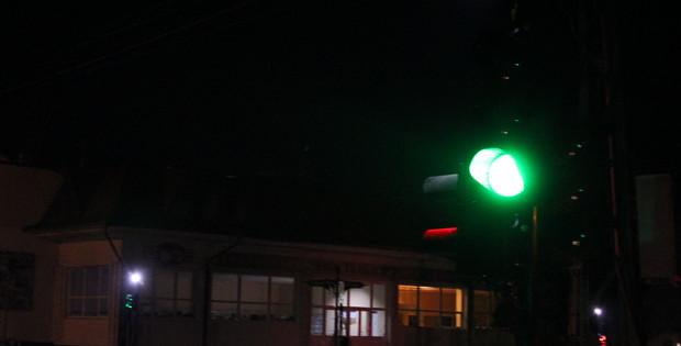 """В центрі міста встановили нові світлофори та """"зелену стрілку"""""""
