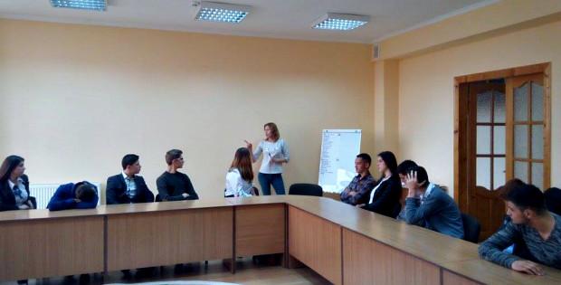 """В Кам'яній провели семінар """"Школа успішної молоді"""""""