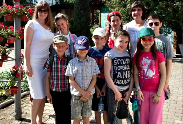 Дітям бійців АТО організували поїздку в кінотеатр та на атракціони