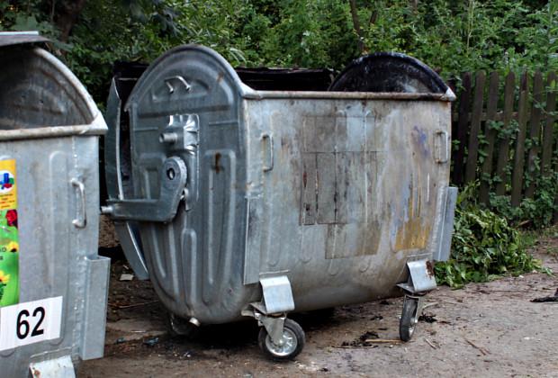 По Першотравневій горів сміттєвий контейнер