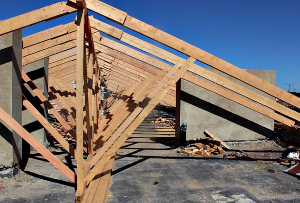 Будівництво даху по Чаплигіна, 40 йде повним ходом