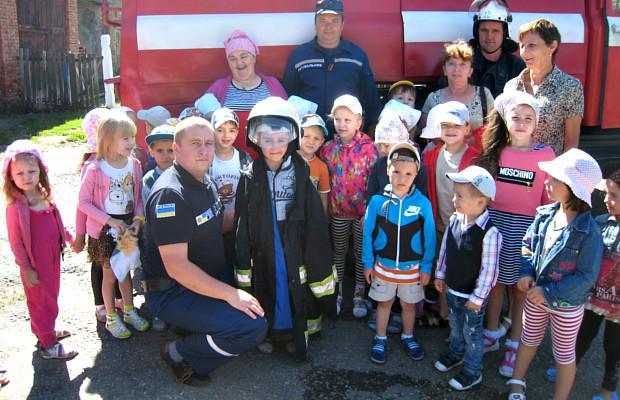 Вихованці дитячого садочку відвідали рятувальників