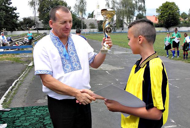 """На стадіоні """"Дружба"""" відбувся святковий футбольний турнір"""