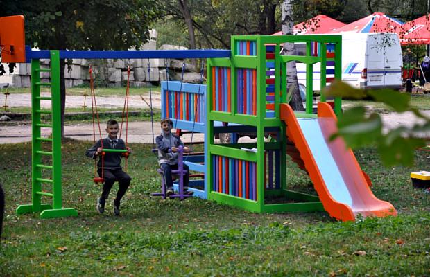 По місту встановили п'ять нових дитячих майданчиків