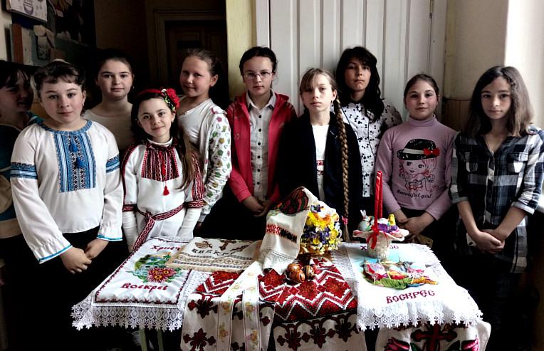 Шкільна виставка до Великодня