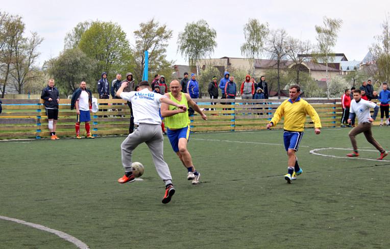 Благодійний футбол