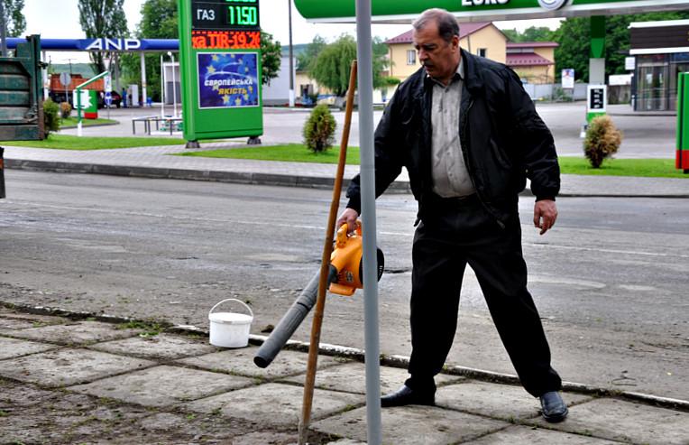 """Суботник біля """"танку"""""""