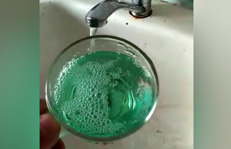 Зелена вода з крана
