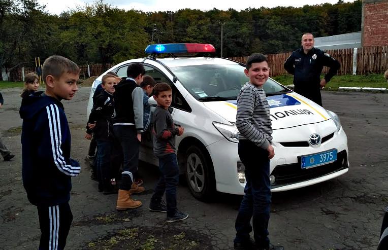 Зустріч поліцейських з учнями