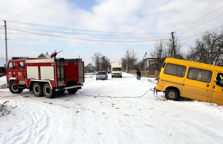 ДТП на Буковині: мікроавтобус з'їхав у канаву (ФОТО)