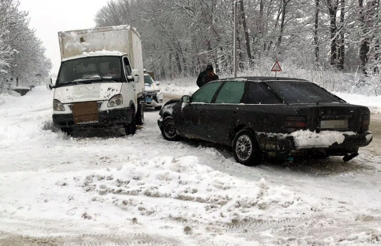 ДТП на Буковині: не розминулися ГАЗель і Ford (ФОТО)