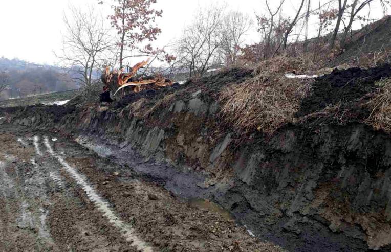 Дорогу між Старими та Новими Бросківцями затопило (ФОТО)