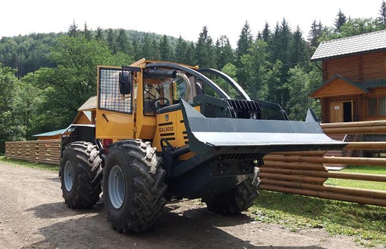 Новий трелювальний трактор