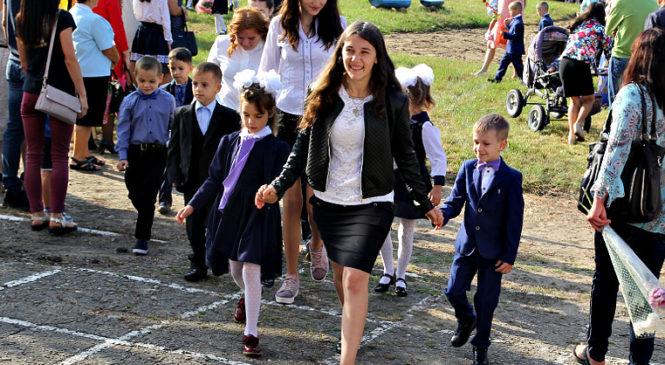 У Сторожинецькому районі розпочали навчання більше 1600 першокласників