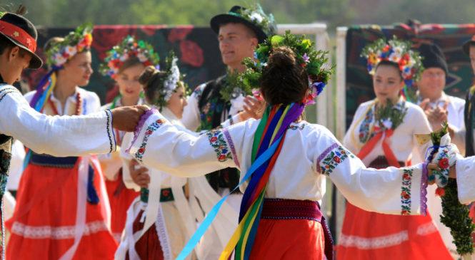 У Великому Кучурові відтворили старовинне весілля. Фото
