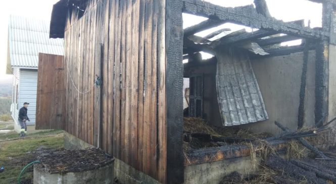 В Красноїльську горіла господарська будівля