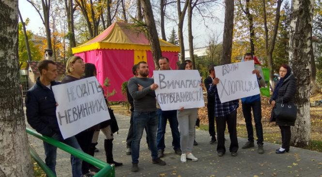 Сторожинецький районний суд пікетували жителі Глибоцького району