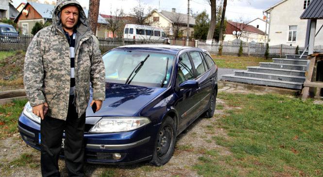 З Сторожинця на Схід України передали легковий автомобіль