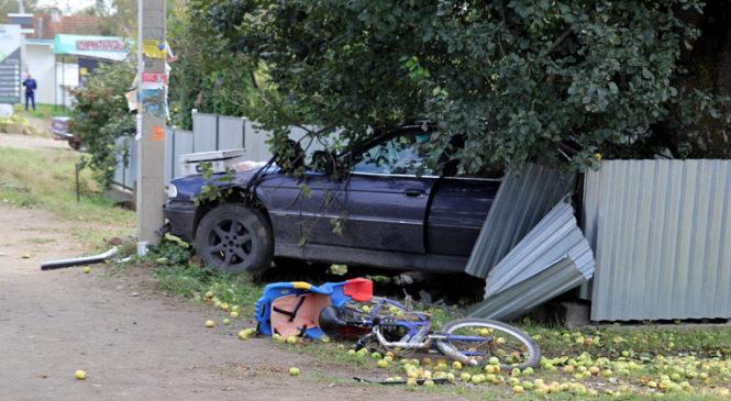 У Панці автомобіль БМВ насмерть збив велосипедистку