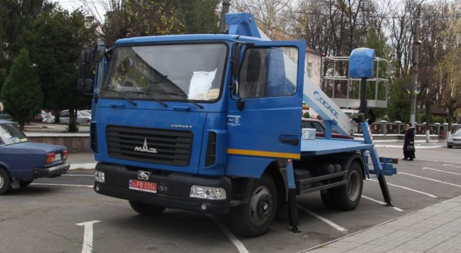 Сторожинецькі комунальники отримали новий автопідйомник