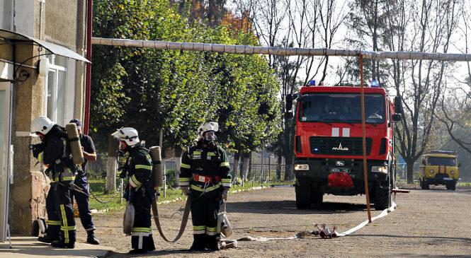 У Панківському НВК рятувальники провели тактико-спеціальні навчання. Фото