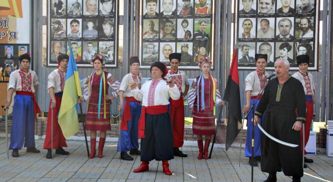 В Сторожинці відбулися урочистості з нагоди Дня захисника України. Фото
