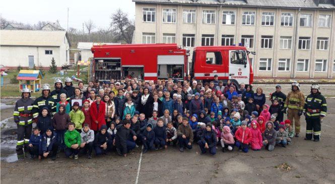 У Старих Бросківцях рятувальники провели тактико-спеціальні навчання для учнів НВК