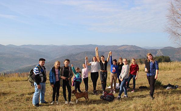 Юні гуртківці Сторожинеччини побували на горі Струнгіл. Фото