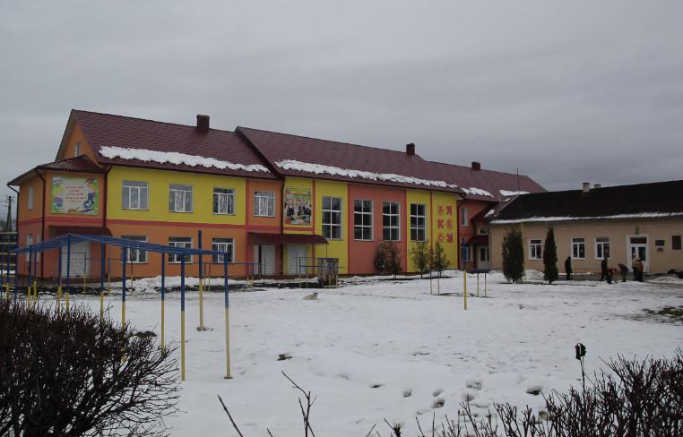 Школа на Майдані