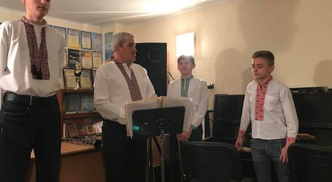 У ЦДЮТ говорили про виховання патріотичних почуттів гуртківців засобами вокально-інструментального мистецтва